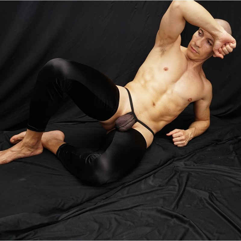 Overwhelming and sensual tights satin, it only stretches horizontally, so it has become longer than usual.