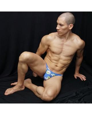 Tanga masculina en diseño de peces globo, vista de frente acostado.