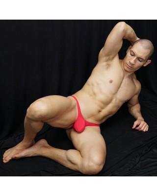 tanga bulge hombre fucsia rojizo para embellecer el bulto del hombre, vista de frente acostado