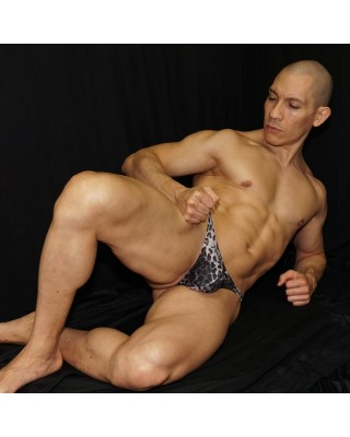 Men microfiber thong, made with elastane bands inside. Comfy enought to wear all day long. Front lie view