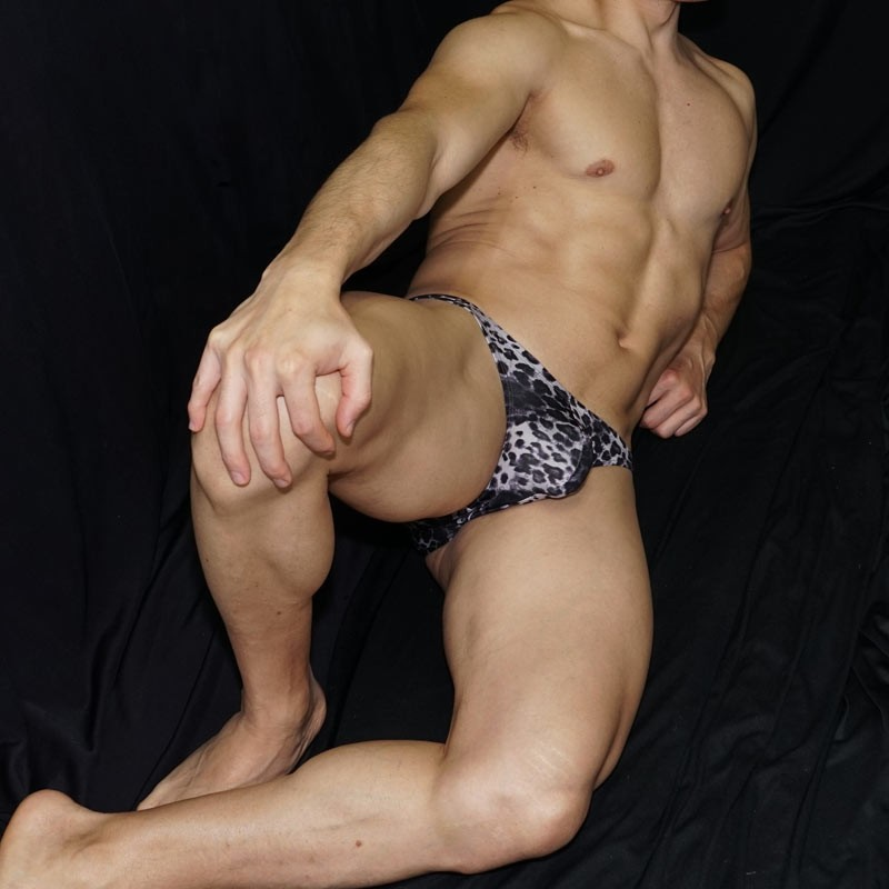 Print in black leopard design, is so soft that you will love at first sight. Front laid view