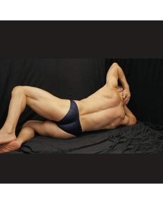 sunga competencia azul marino brilloso, elastico vetical trasero para marcar tus gluteos