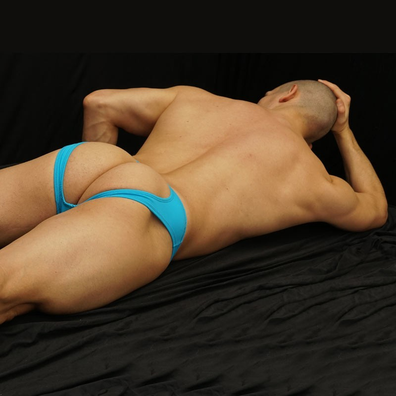 bikini hombre sin trasero color turquesa vista acostado