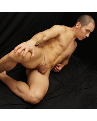 tanga bulge hombre hecho de medias de mujer color nude